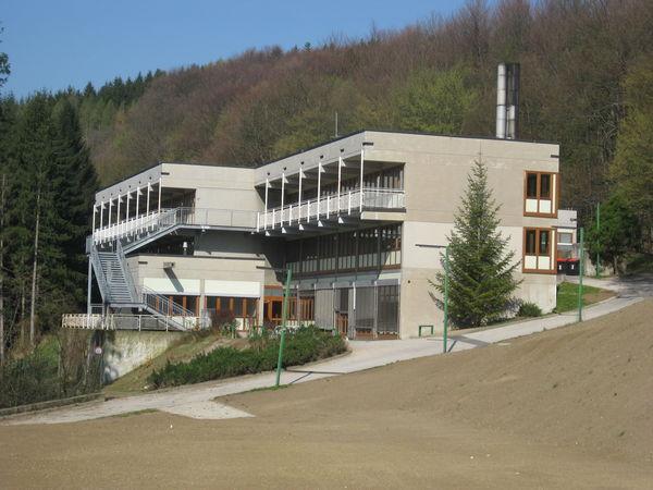 20120404_wienerwaldgymnasium_hauptgebaeude_03.jpg